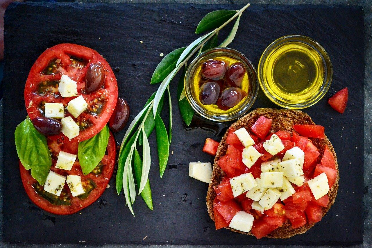 dakos, tomato, olives
